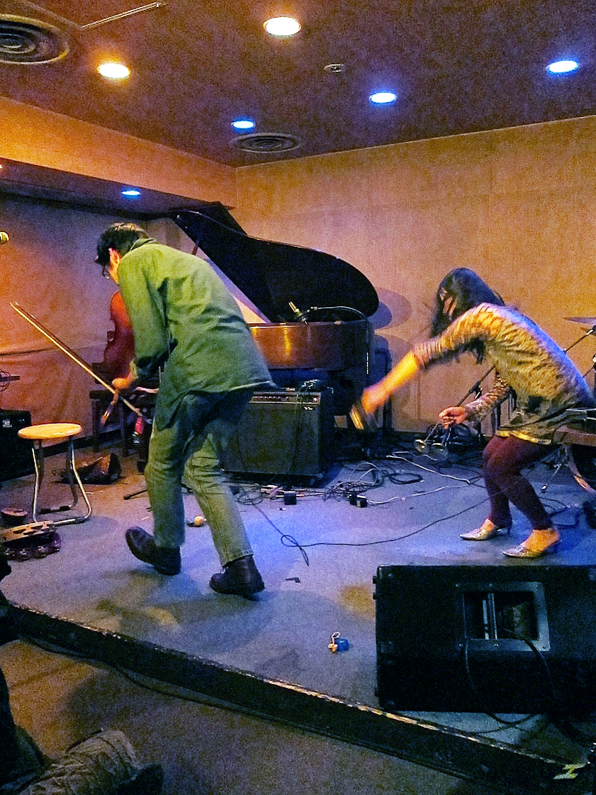 Che Chen and Chie Mukai performing at Next Sunday, Tokyo, February 23, 2011.